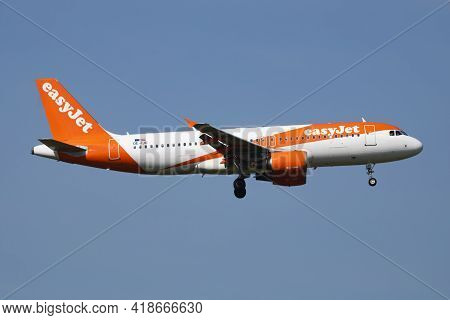 Vienna, Austria - May 20, 2018: Easyjet Airbus A320 Oe-ijo Passenger Plane Arrival And Landing At Vi