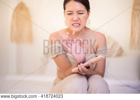 Asian Woman Suffering From Numbness On Finger,numbing Pain In Hand