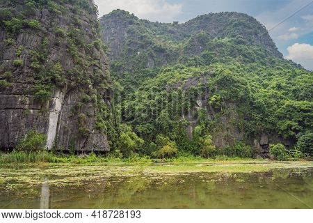 Trang An, Tam Coc, Ninh Binh, Viet Nam. Its Is Unesco World Heritage Site, Renowned For Its Boat Cav