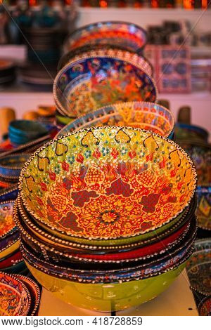 Classical Turkish Ceramics On The Istanbul Grand Bazaar. Colorful Ceramic Plates For Sale In Turkey.