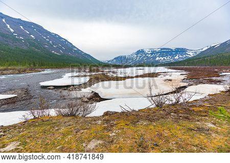 Snow And Ice On The Banks Of The River Hoisey.putorana Plateau, Taimyr, Russia