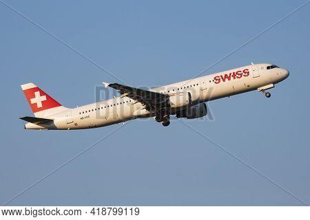 Vienna, Austria - May 13, 2018: Swiss International Airlines Airbus A321 Hb-ioc Passenger Plane Depa