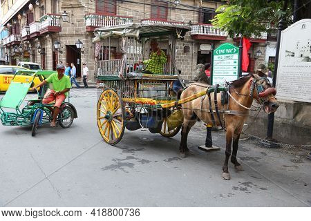 Manila, Philippines - November 25, 2017: People Stand By Horse Carriage In Intramuros District, Mani