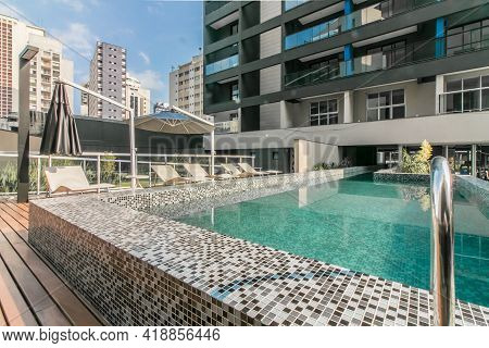 Apr 13 2018 São Paulo Sp Brazil Swimming Pool Of A Tower In The City