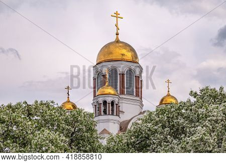 Blooming Apple Tree Against The Background Of The Orthodox Church And Cloudy Sky. Temple-on Blood, Y