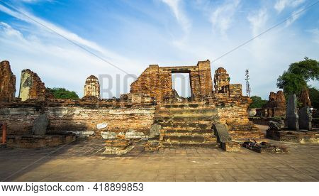 Wat Phra Mahathat, It Is One Of The Oldest And Most Significant Temples In The History Of Ayutthaya,