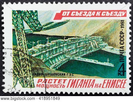 Ussr - Circa 1981: Postage Stamp 'yenisei River Power Station - Dam' Printed In Ussr. Series: 'const