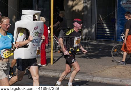 Berlin - September 20, 2009: Runners At The Thirty-sixth Berlin Marathon. It The Most Important Spor