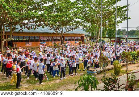 Keningau,sabah,malaysia-sept 20,2015:sabahan School Kids Gathering For Parade At National Independen