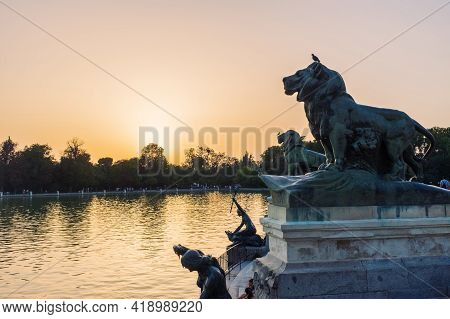 Madrid - July 13, 2017: Tourists And Locals Enjoy The Sunset On A Summer Afternoon Under The Monumen