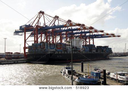 Embarcadero en el puerto de Hamburgo, Alemania (B)