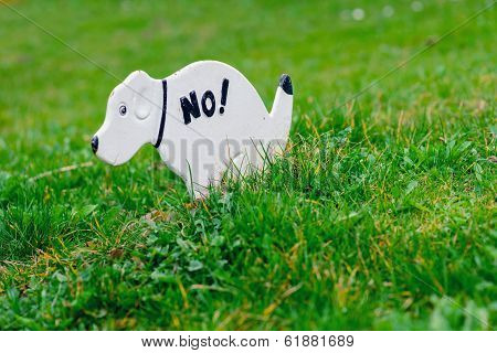 No Pooping On The Grass Sign