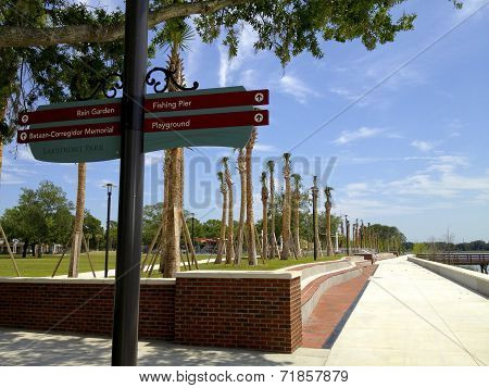 Kissimmee Lakefront Park - Signage and Walkway