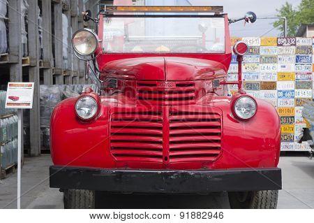 Retro car GMC Fire 1942 release