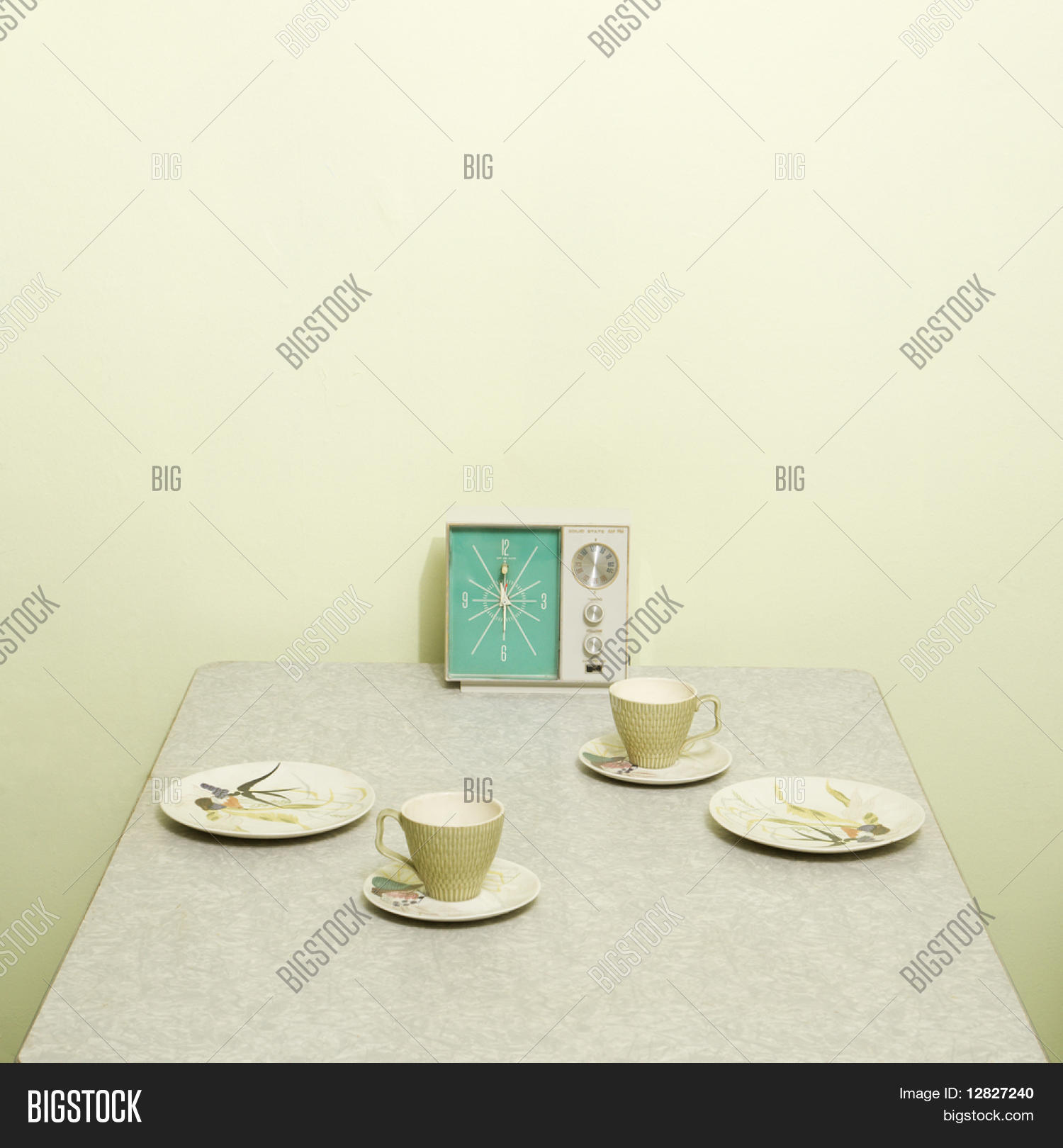 Retro 50 39 s table setting dishes image photo bigstock for Cuisine retro 50 s