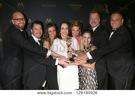 LOS ANGELES - APR 29:  Patricia Heaton, Crew of Patricia Heaton Parties at the 43rd Daytime Emmy Creative Awards at the Westin Bonaventure Hotel  on April 29, 2016 in Los Angeles, CA