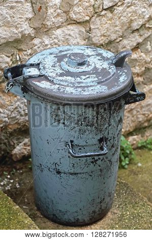 Traditional Retro Style Metal Dust Bin Garbage