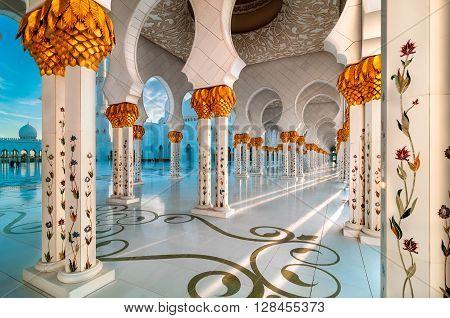 ABU DHABI, UAE - MAR 19, 2014: Amazing sunset view at Sheikh Zayed Grand Mosque, Abu Dhabi, United Arab Emirates