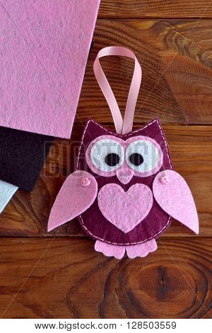 Felt owl toy. Kids DIY. Gift to mother's day, 8 March, Valentine's day