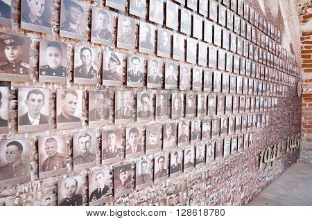 NIZHNY NOVGOROD, RUSSIA - AUGUST 28, 2015: Monument to the Victory Day, 9 May. Photos of dead soldiers on the Kremlin wall.