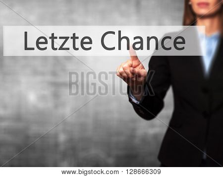 Letzte Chance (last Chance In German) - Businesswoman Hand Pressing Button On Touch Screen Interface