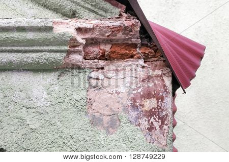 Close view of a decomposing roof corner