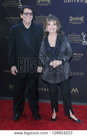 LOS ANGELES - APR 29: Anson Williams, Dawn Wells at The 43rd Daytime Creative Arts Emmy Awards Gala at the Westin Bonaventure Hotel on April 29, 2016 in Los Angeles, California