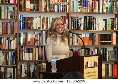HUNTINGTON, NY-MAR 15: Kristin Cavallari speaks at her book signing