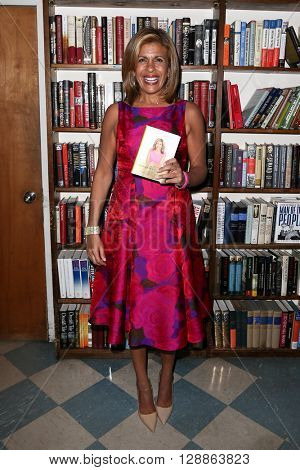 HUNTINGTON, NY-JAN 8: TV personality Hoda Kotb attends her book signing of
