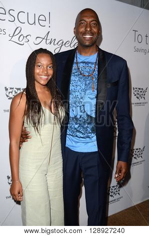LOS ANGELES - MAY 7:  John Salley, daughter at the Humane Society Of The United States LA Gala at the Paramount Studios on May 7, 2016 in Los Angeles, CA