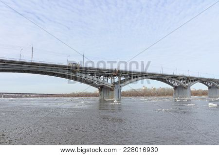 Nizhny Novgorod, Russia. - March 24.2017. Canavinsky Bridge Over The River Oka. The Ice Remains On T
