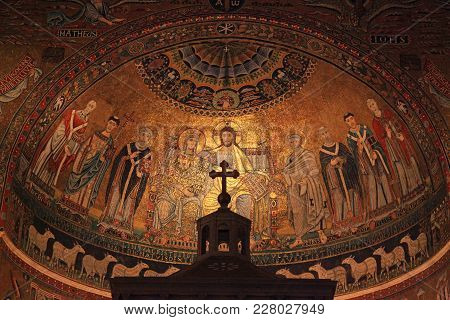Rome, Italy - July 16, 2017 : Christian Icon Mosaic On Dome Of Basilica Di Santa Maria In Trastevere