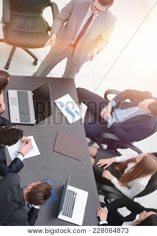 project Manager conducts a briefing with the business team