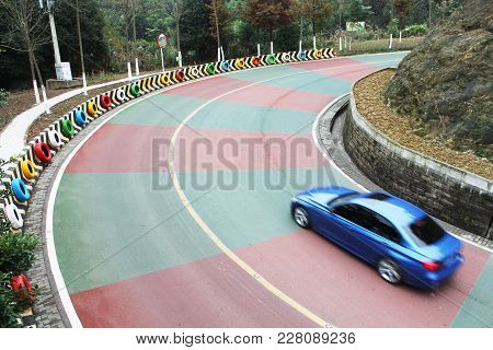 Beautiful, Eye - Catching Color Road ,turning Place.