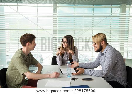 3 People Work In The Office, Talking To, And Address The Issues Of The Company, Smile And Sign Docum
