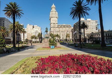 Montevideo, Uruguay - February 04, 2018: Plaza Indepedencia With The Building Palacio Salvo And The