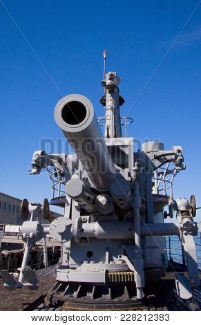 San Francisco, California, Usa - October 13, 2012: Main Deck Gun From Submarine Uss Pampanito. She h