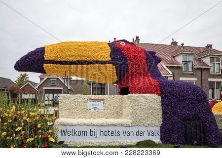 Noordwijkerhout, Netherlands - April 21,  2017: Platform With  Tulips And Hyacinths During The Tradi