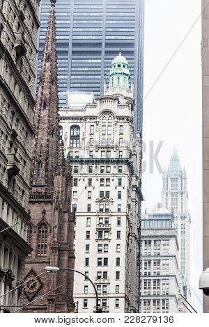 New York City, Lower Manhattan, Arhitectural Detail Of Broadway Street Wiev: Trinity Church, New Yor