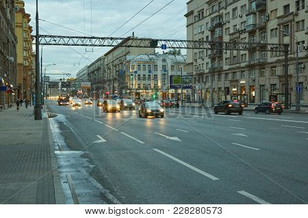 Moscow, Russia - August 10, 2017: Mira Avenue (prospect Mira) With Traffic At Dusk