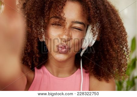 Candid Shot Of Funny Mixed Race Dark Skinned Female Makes Grimce As Photographs Herself, Round Lips,