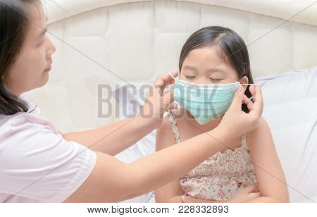Mother Wear Protection Mask Daughter