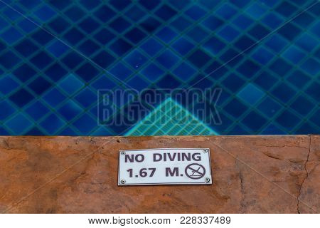No Diving Sign Water Depth Of 1.67 Meters On Side Swimming Pool.
