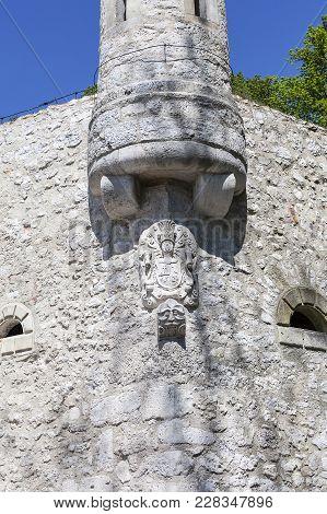 14th Century Defense Castle Pieskowa Skala ,defensive Wall, Near Krakow, Poland. Located In Ojcowski