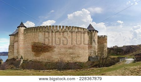 Khotyn Fortress Built In The 14th Century. View Of The West Fortress Wall With Towers At Early Sprin