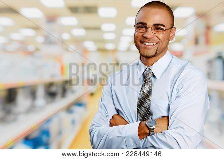 Man Warehouse Box Equipment Market Merchandise Store