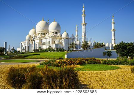 Imposing Sheikh Zayed Grand Mosque In Abu Dhabi 3