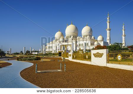 Imposing Sheikh Zayed Grand Mosque In Abu Dhabi 8