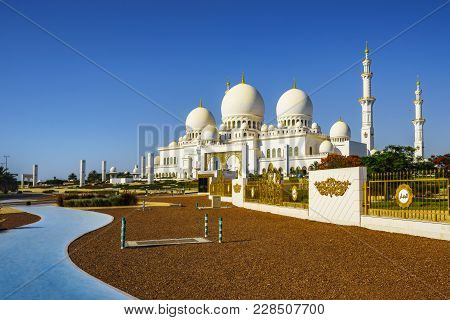 Imposing Sheikh Zayed Grand Mosque In Abu Dhabi 7