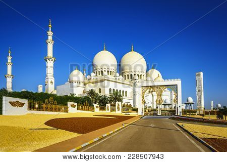 Imposing Sheikh Zayed Grand Mosque In Abu Dhabi 19